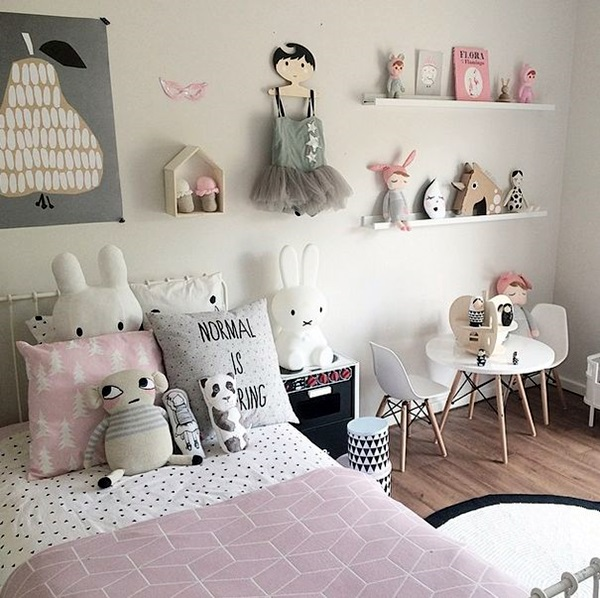 Small Room Decoration Ideas to Make it Work For You (29)