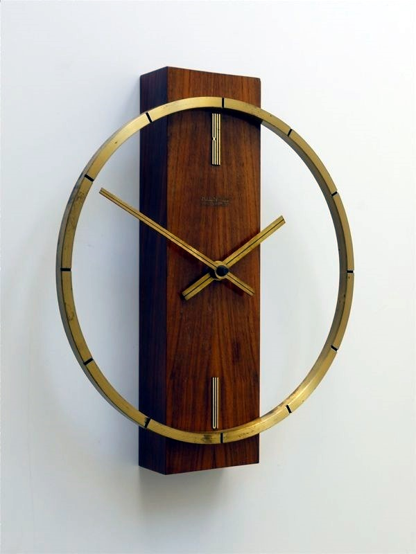 Fabulas Wall Clocks to embrace Your Home Entrance (1)