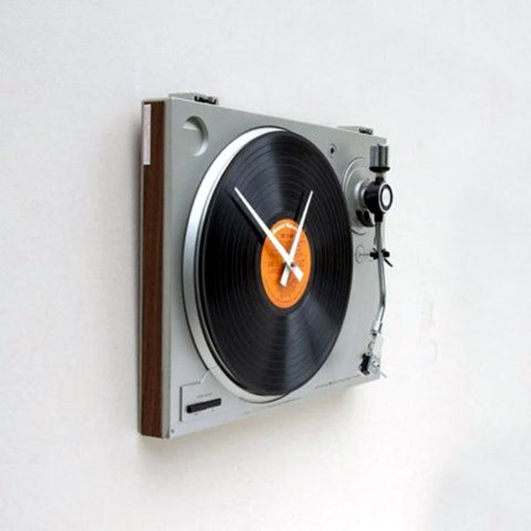 Fabulas Wall Clocks to embrace Your Home Entrance (16)