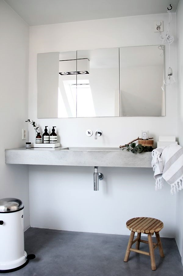 Refreshing Bathroom Mirror Designs (36)