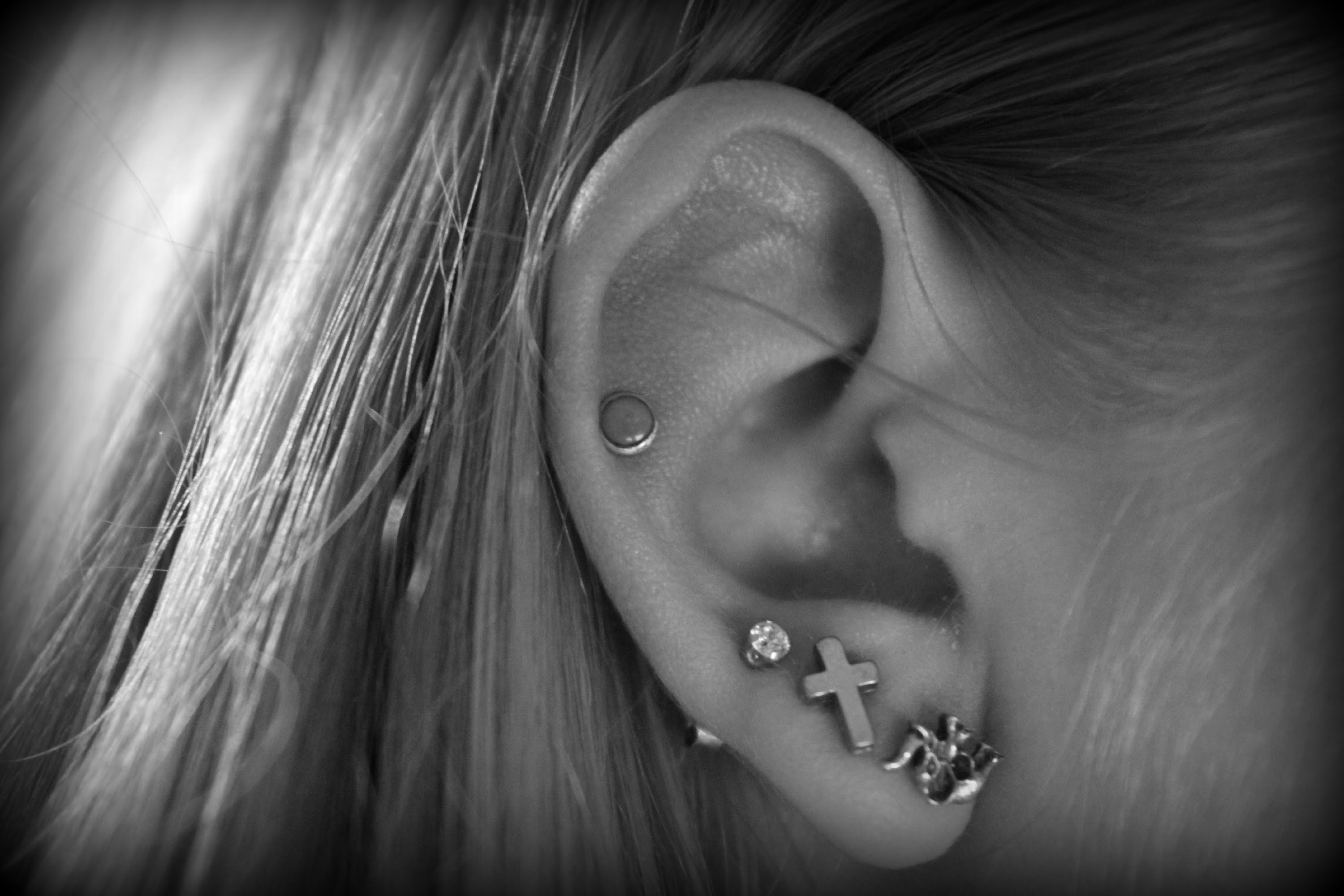 40 crazy and cute pictures of ear piercings bored art ear piercing4 pooptronica Choice Image