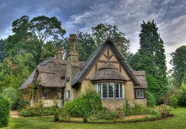 40 beautiful thatch roof cottage house designs. Black Bedroom Furniture Sets. Home Design Ideas
