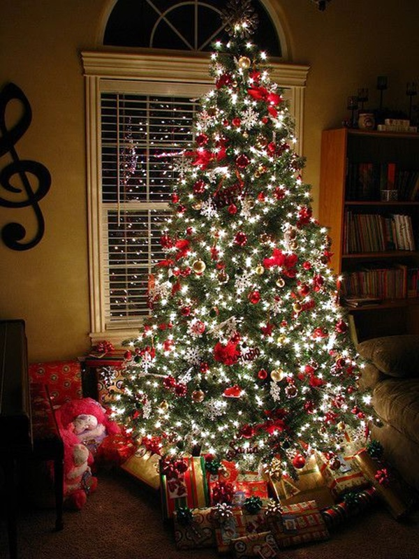 Christmas Tree With Red Decorations And White Lights   Beautiful  Combination. ~ 20 Awesome #