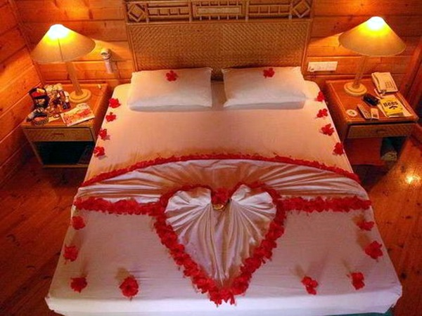 Wedding 1st night bed decoration ideas (11)