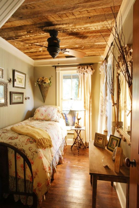 Cute and quaint cottage decorating ideas bored art for Country cottage bedroom
