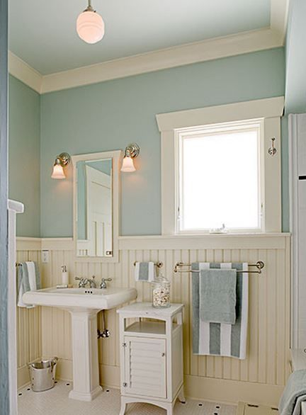 Cute and quaint cottage decorating ideas bored art for Small coastal bathroom ideas