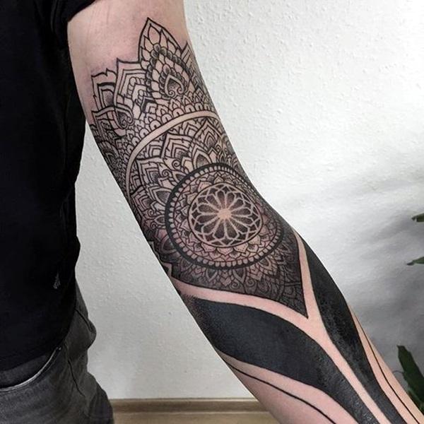 Sacred geometry Tattoo Ideas (42)