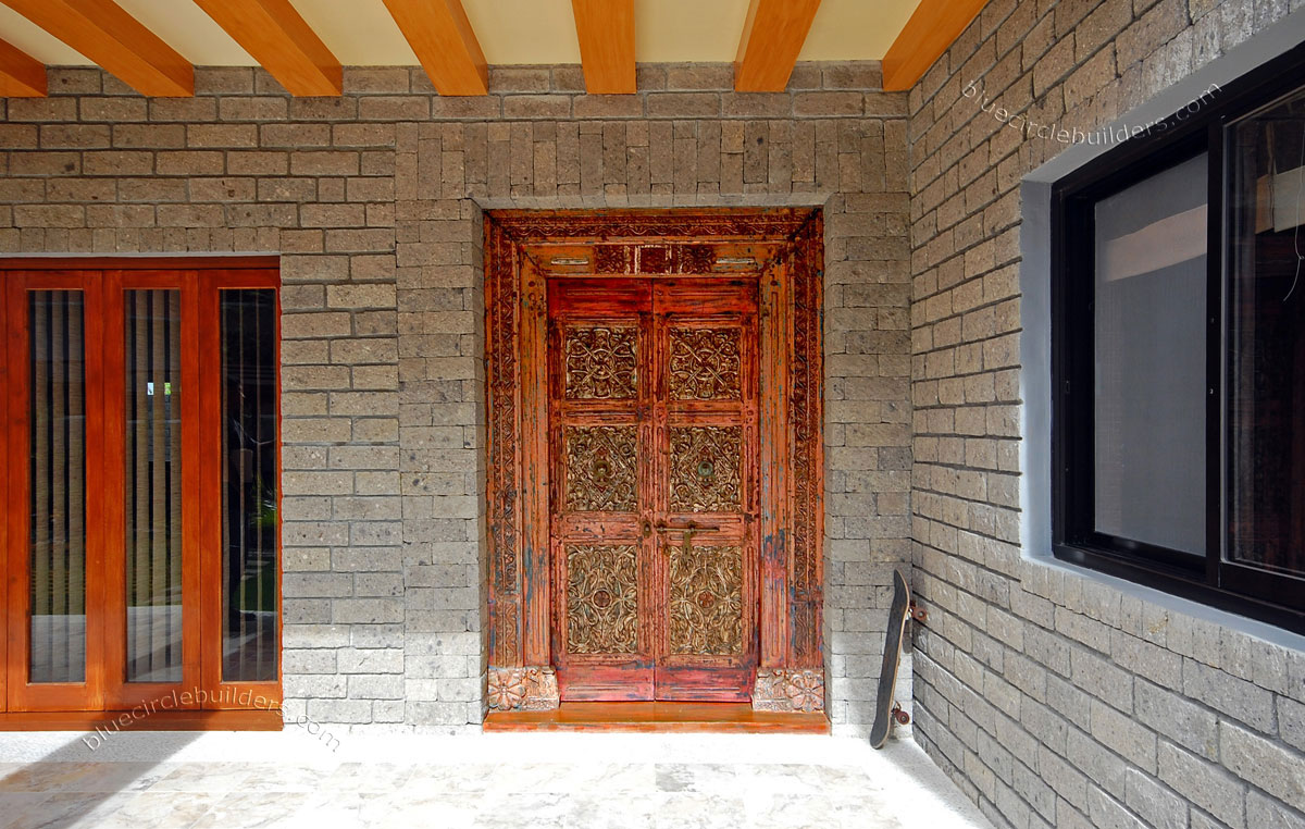 10 intelligent vastu shastra tips for a better home for Main entrance doors design for home