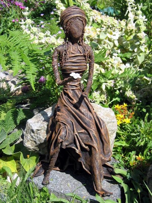Astonishingly Life-Like Figuratives Sculptures (20)