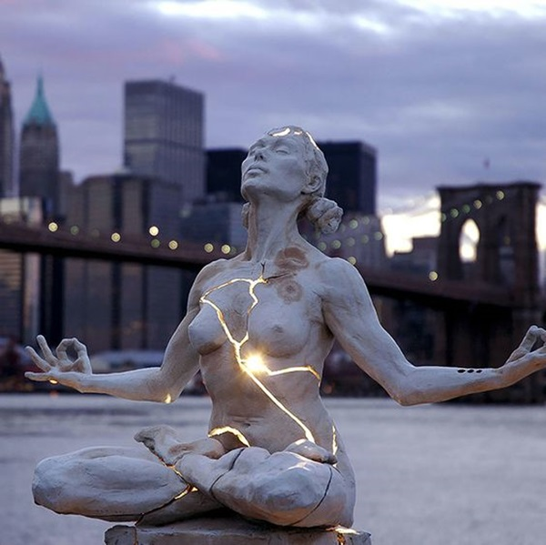 Astonishingly Life-Like Figuratives Sculptures (23)