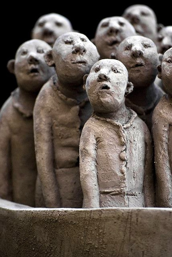 Astonishingly Life-Like Figuratives Sculptures (24)