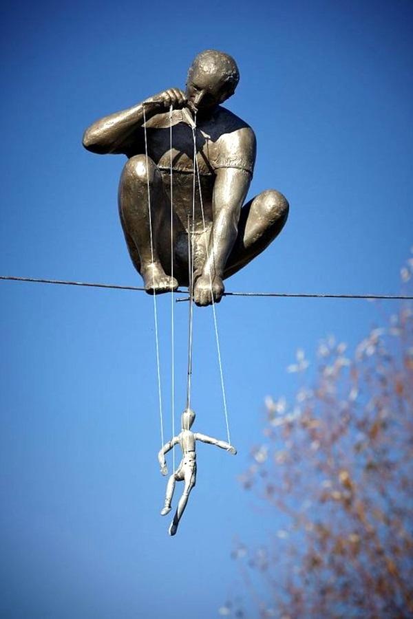 Astonishingly Life-Like Figuratives Sculptures (37)