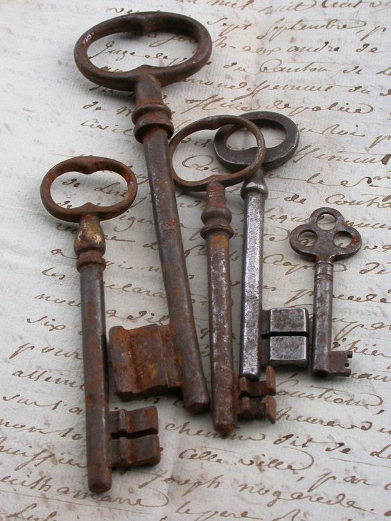 Winsome vintage antiques to make you fall in love with for Antique key art