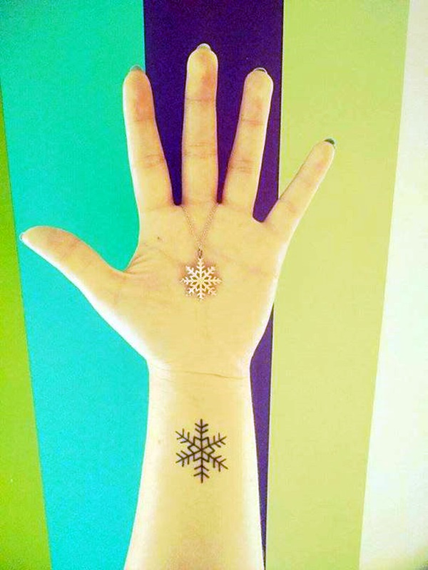 Cute and Artsy Snowflake Tattoos (40)