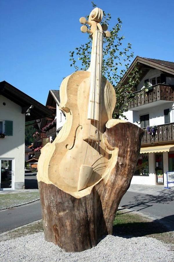 Exceptional Examples of Tree Carving Art (13)