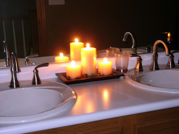 Ways To Use Candles In Bathroom For Special Nights (3)