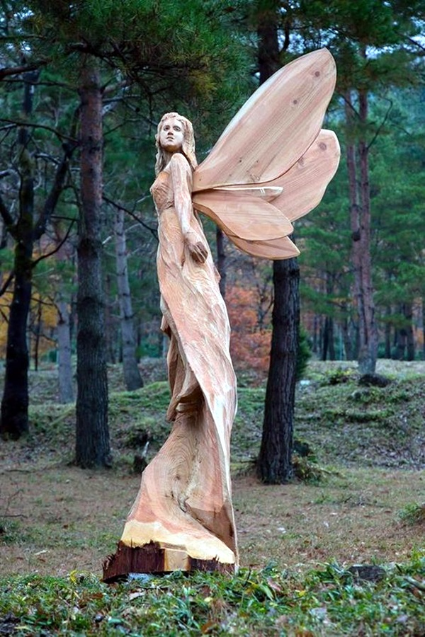 Exceptional examples of tree carving art bored