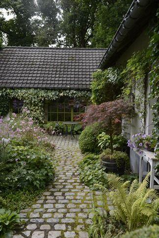 cobblestone patio designs 14