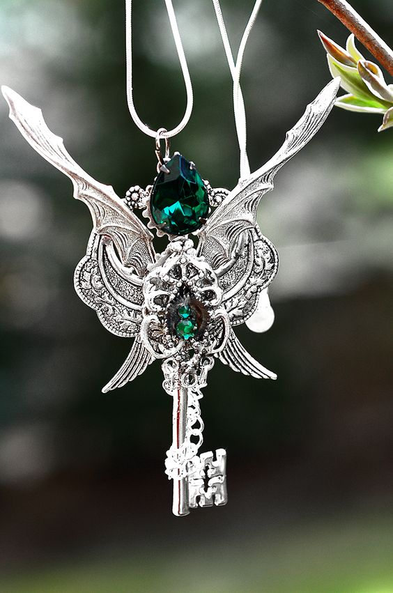 Deep And Dangerous Looking But Dazzling Dragon Jewelry ...