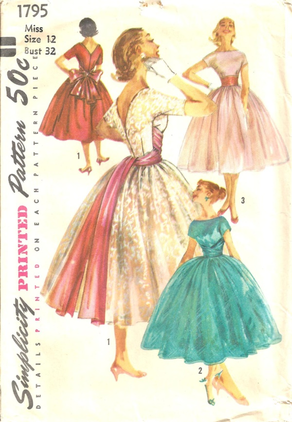classy-vintage-sewing-pattern-for-women0171