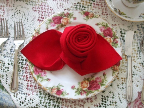 most-creative-table-napkin-folding-ideas-to-practice0001