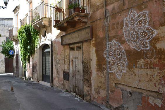 lace street art 16