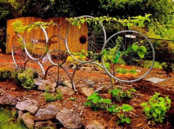leonardo-da-vinci-ways-to-use-old-bicycle-rims0251