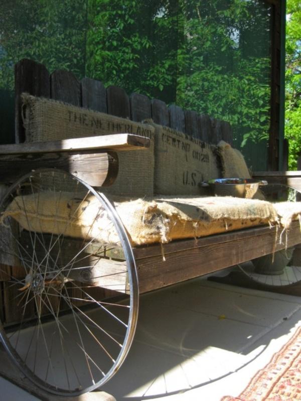leonardo-da-vinci-ways-to-use-old-bicycle-rims0311