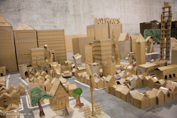 incredible-examples-of-cardboard-city-art0031