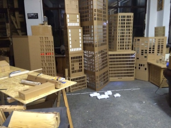 incredible-examples-of-cardboard-city-art0081
