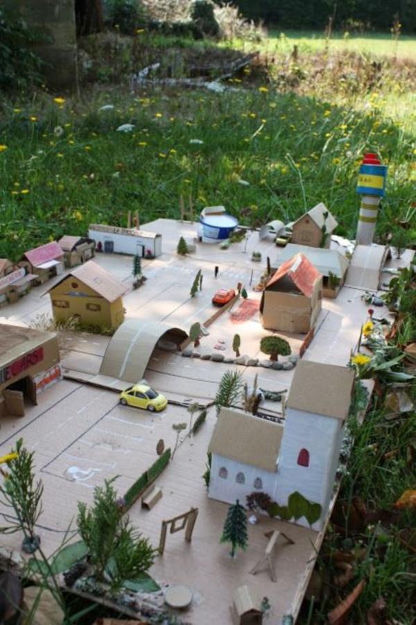 incredible-examples-of-cardboard-city-art0141