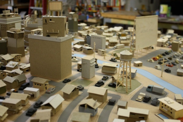 incredible-examples-of-cardboard-city-art0181