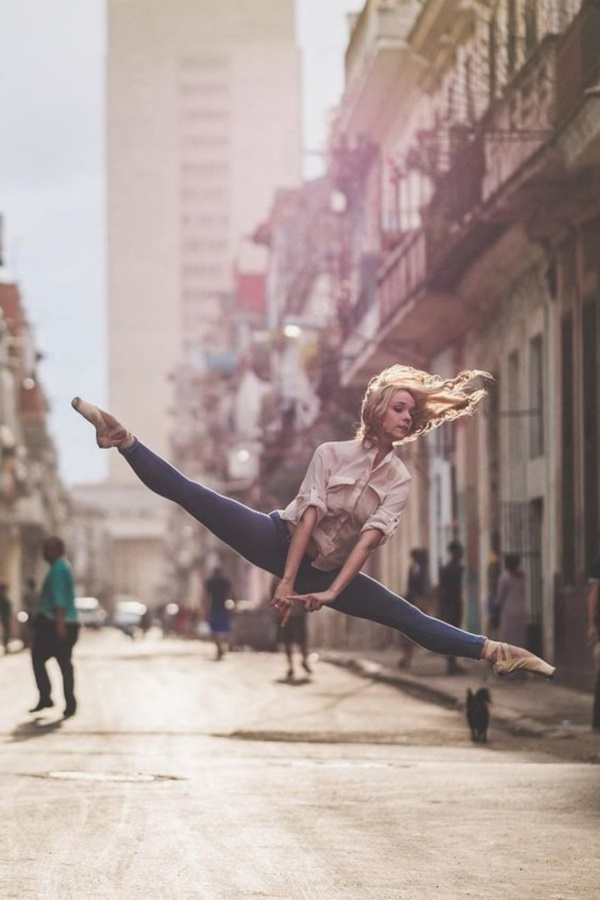spectacular-shots-of-ballerinas-showing-their-skills-off-stage0071