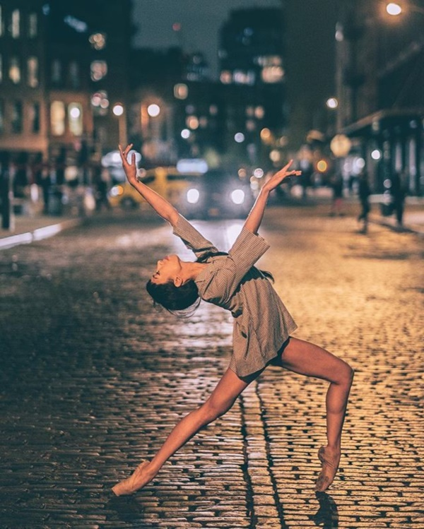 spectacular-shots-of-ballerinas-showing-their-skills-off-stage0101