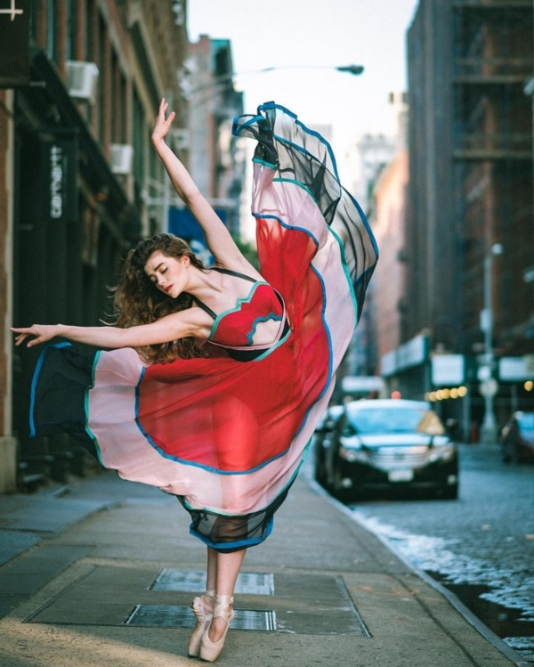 spectacular-shots-of-ballerinas-showing-their-skills-off-stage0151