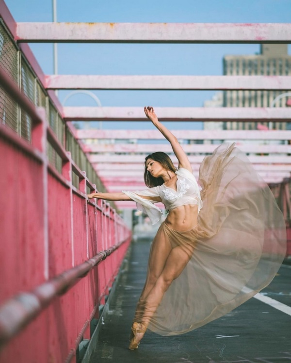 spectacular-shots-of-ballerinas-showing-their-skills-off-stage0171