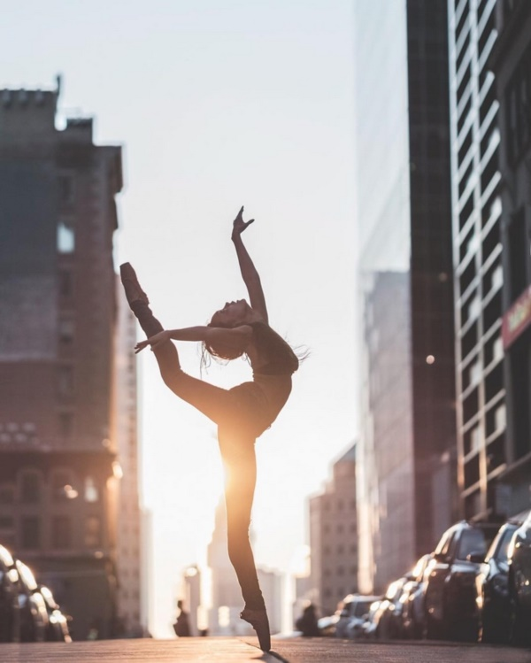 spectacular-shots-of-ballerinas-showing-their-skills-off-stage0181