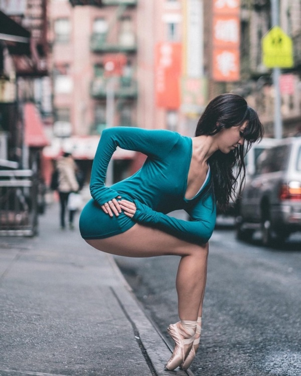 spectacular-shots-of-ballerinas-showing-their-skills-off-stage0221