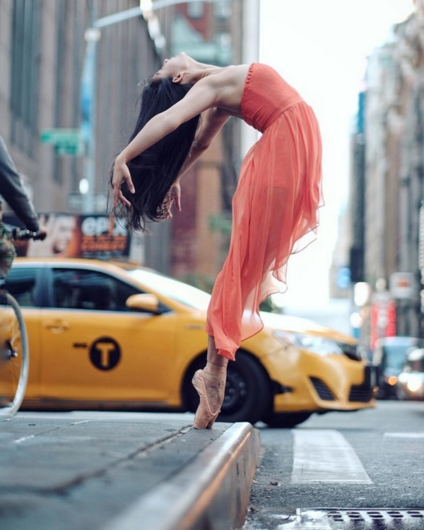 spectacular-shots-of-ballerinas-showing-their-skills-off-stage0241