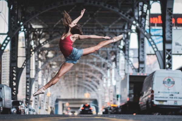 spectacular-shots-of-ballerinas-showing-their-skills-off-stage0281
