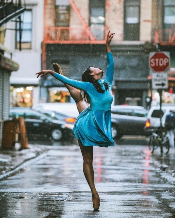 spectacular-shots-of-ballerinas-showing-their-skills-off-stage0381