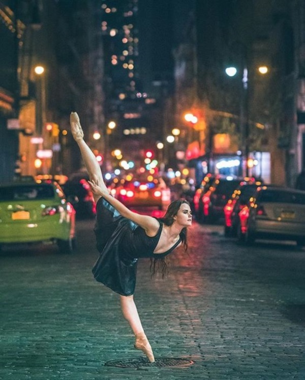 spectacular-shots-of-ballerinas-showing-their-skills-off-stage0391