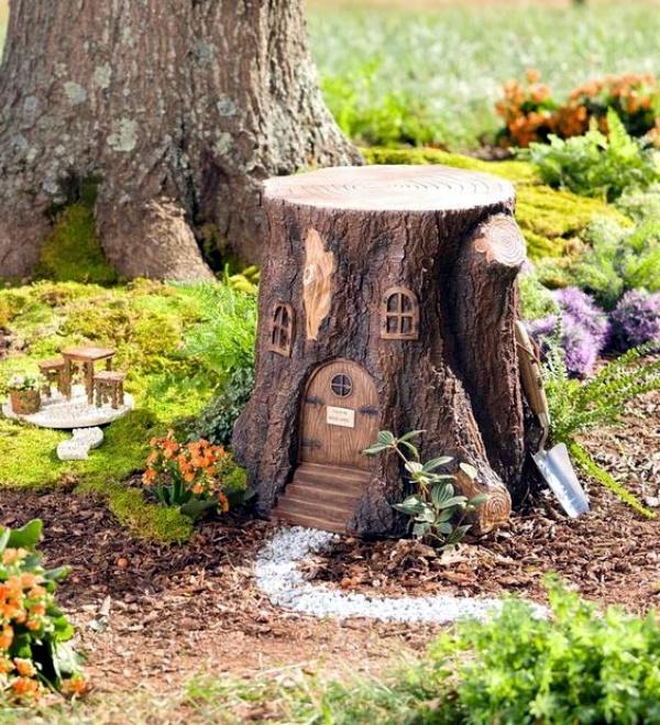 Tree Stump: 40 Smart Ass Tree Stump Decoration Ideas