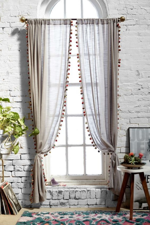 35 creative ways to hang curtains like a pro bored art - Cortinas vintage dormitorio ...