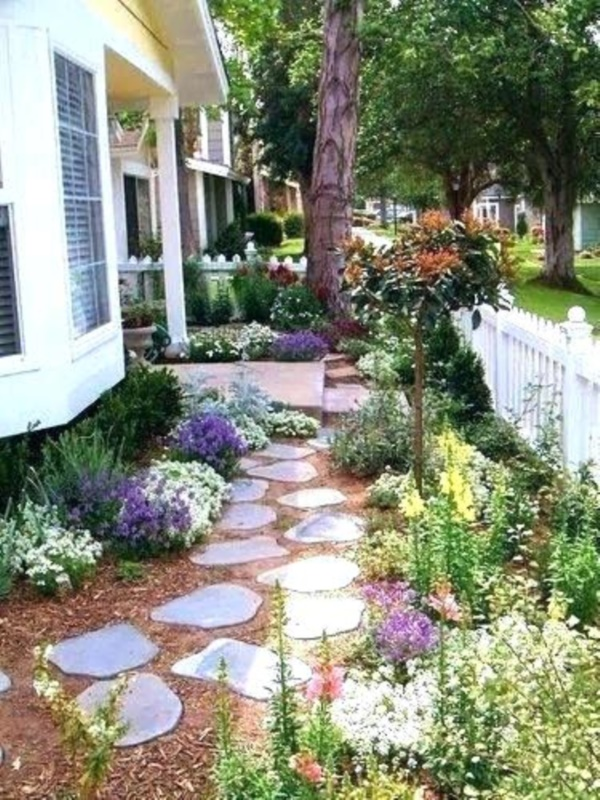 40 Beautiful Small Front Yard Landscaping Ideas - Bored Art on Small Yard Landscaping Ideas id=56394